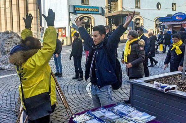 法轮大法瑞典信息日 民众明真相