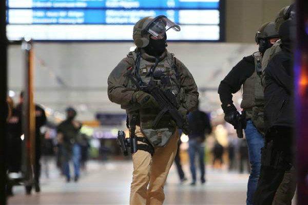 德国杜塞尔多夫车站歹徒挥斧砍七人 三人重伤