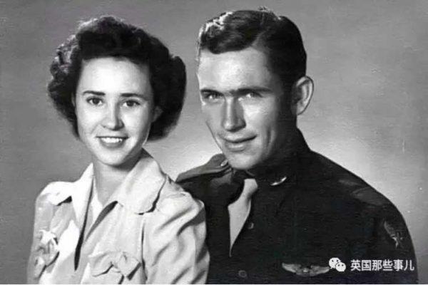 丈夫奔赴战场,她苦等60年不见他归来,却在一个法国小镇遇到一群同样缅怀他的人