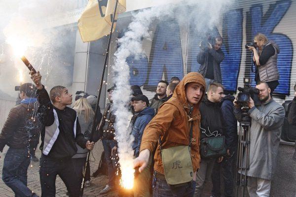 受制裁和抗议影响 俄罗斯最大银行拟撤出乌克兰