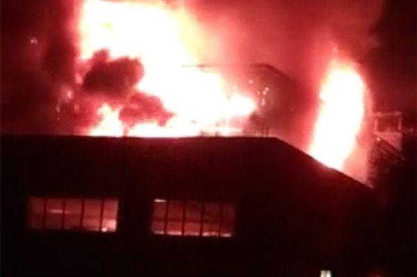 山西太原中北大学突发大火过火面积200平米