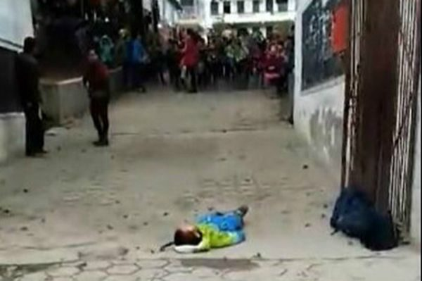 湖南小学聘吸毒者当保安 刀刺学生致死