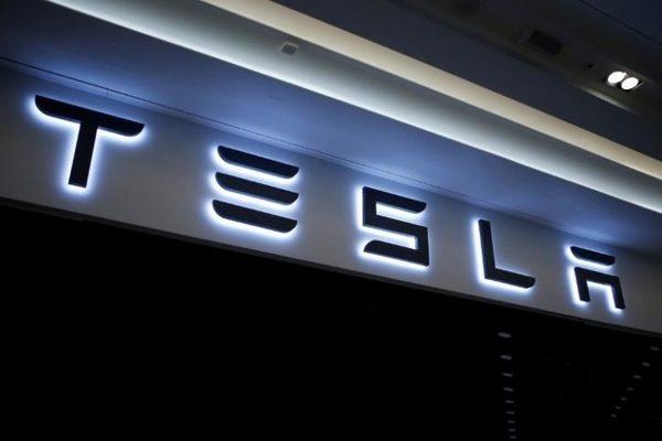 特斯拉4月开始接受太阳能屋顶订单