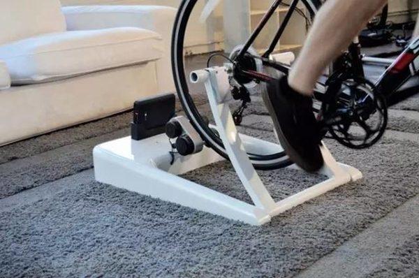 家里骑车即可避免雾霾又锻炼健身还可发电