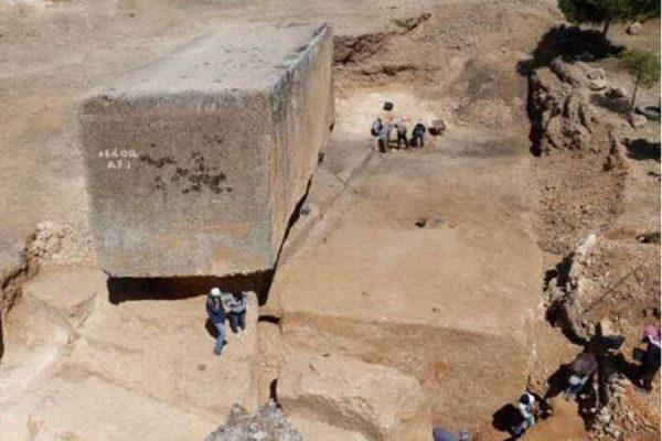 世界上最大的古代人造巨石块!