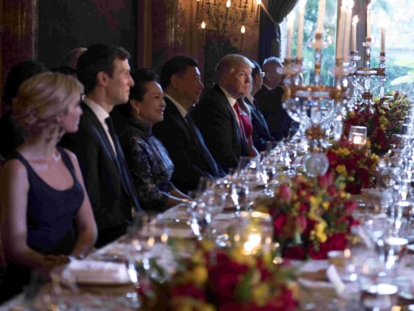 十九大还能升?前中共总参谋长伴习近平赴宴 坐美国第一千金旁边