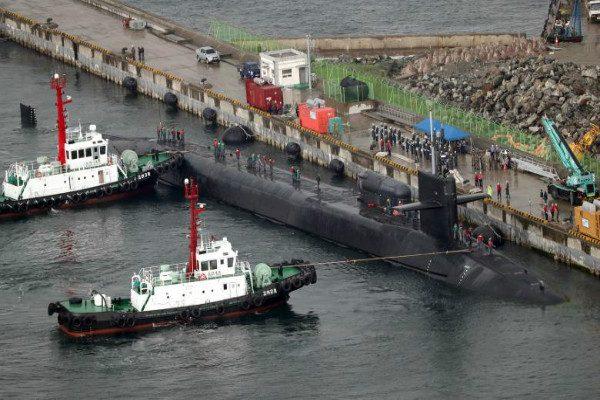 美密西根核潜艇今天抵达韩国港
