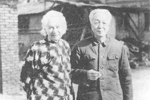 """著名翻译家杨宪益夫妇在""""文革""""中被关进监狱4年"""