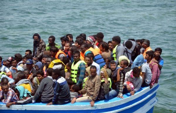 欧洲难民潮升温 地中海4天内一万多人偷渡54人丧生