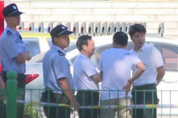 浙江三门县法院非法庭审法轮功 非法安检律师