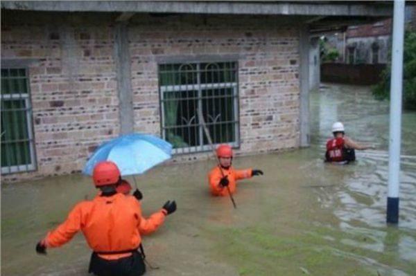 广西暴雨泥石流房屋倒塌138间 7死5伤