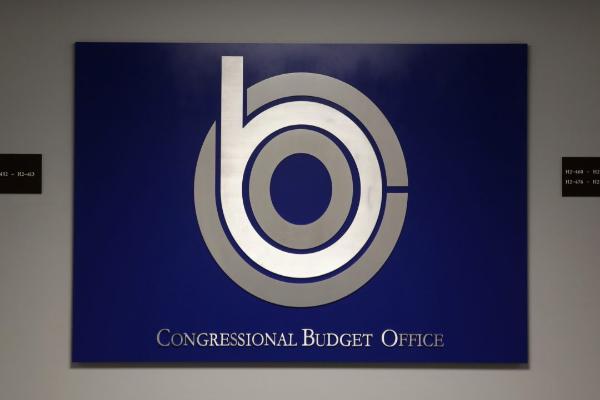 CBO:美众议院健保法案降低保费 但2026年将有2300万人无保人口