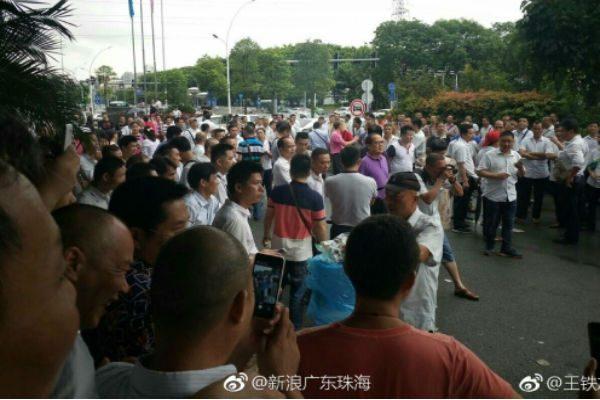 广东公交司机罢工 抗议压榨工资