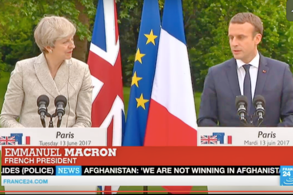 脱欧谈判开启前 特蕾莎亮相法兰西体育场会晤马克龙