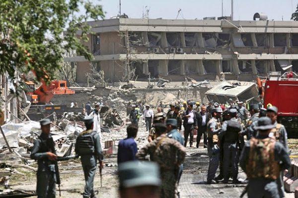 阿富汗总理参加葬礼遇袭 18平民丧生