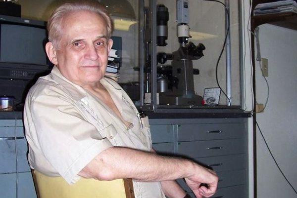 如今90岁高龄的巴克斯特先生