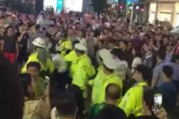 上海上千业主买房受骗 南京路维权遭镇压
