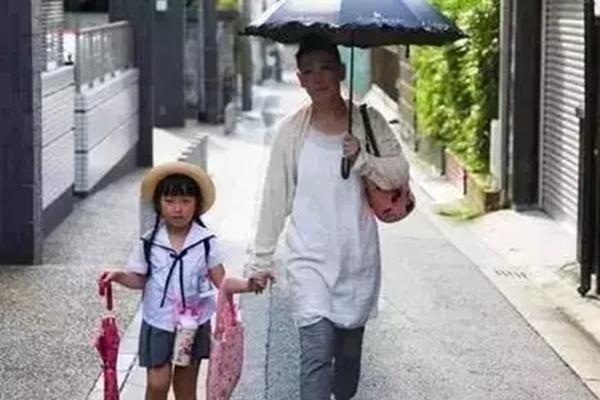 别再让父母给你带娃了!看看日本人是怎么做的