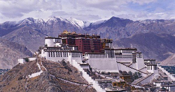 世界著名佛教圣地——布达拉宫