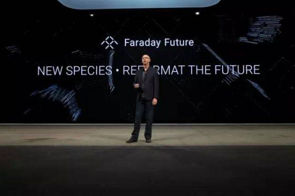 研发与工程高级副总裁Nick Sampson介绍新物种