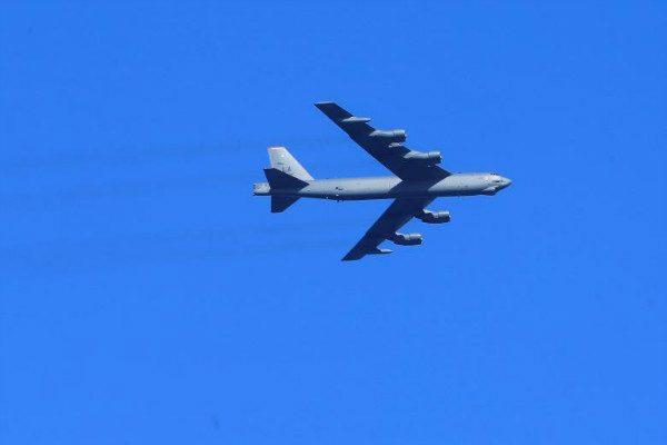 俄罗斯战机波罗的海国际领空拦截美B-52战斗机