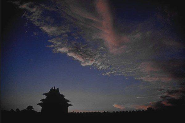 诡异命案连续发生在北戴河、北京心脏地带和军方要地,背后原因引人关注。(网络图片)