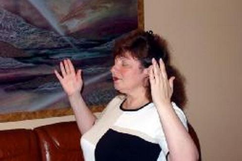 """玛丽娜在炼法轮功第二套功法""""法轮桩法"""""""