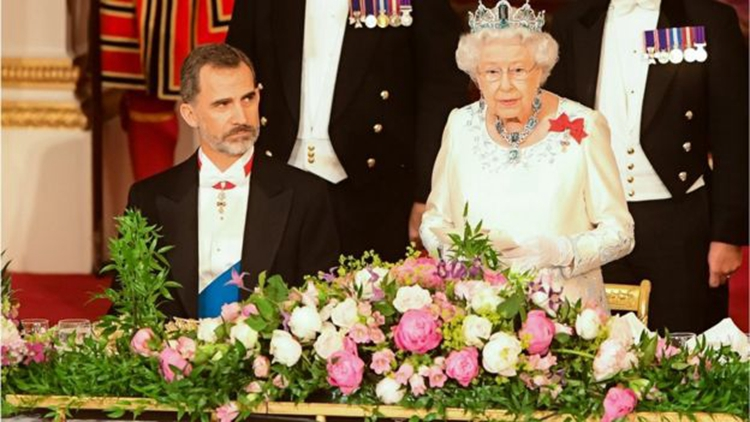 英王室为来访的西班牙皇室在白金汉宫举行豪华的国宴。(网络图片)