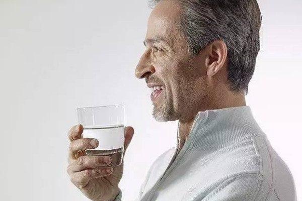 会喝水(图片来源:网路)