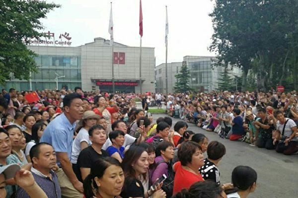 北京爆发近年来最大规模万人示威