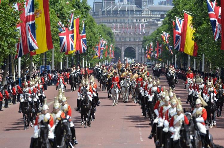 英国为来访西班牙国王夫妇举行欢迎仪式。(网络图片)