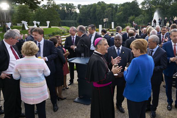 德总理默克尔力促国际社会施压朝鲜
