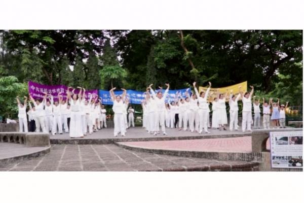 泰国学员集体炼功,展示法轮功简单优美的五套功法。(泰国法轮大法佛学会摄)