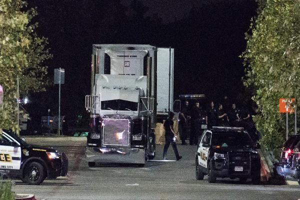 人贩子华氏100多度卡车运人入美 10死 17重伤