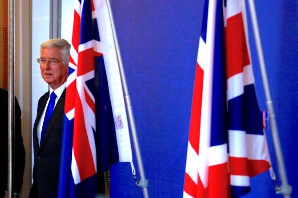 英国防大臣:英战舰将在有争议的南中国海巡航
