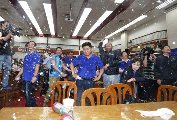 7月20日《台湾一览》前瞻预算初审 立法院爆发冲突