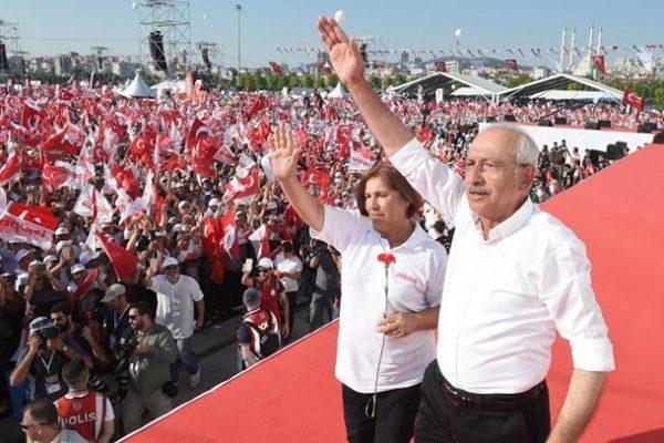 土耳其反对派大规模游行示威 要求结束总统专政
