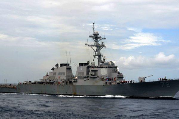 美舰向波斯湾伊朗革命卫队船鸣枪示警