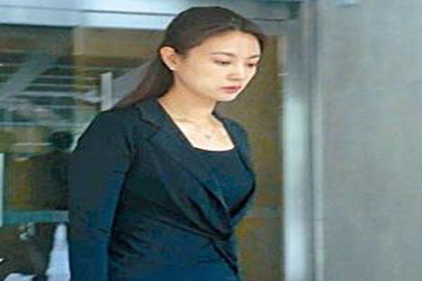 刘希泳遗孀央视女主播刘芳菲在香港出庭聆讯希望法庭委托律师暂管刘希泳遗产 星岛日报