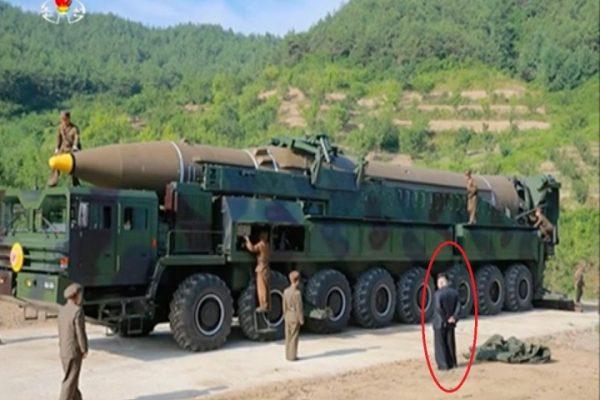 《澳洲商业内幕》登出的监控朝鲜导弹发射照片 红圈中是金正恩