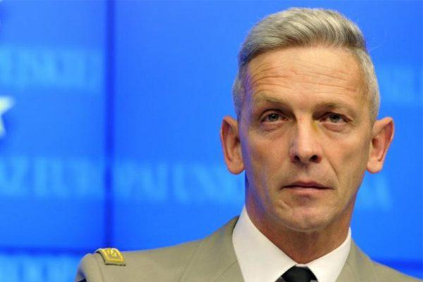 法新总参谋长接任 军队预算之争告结束