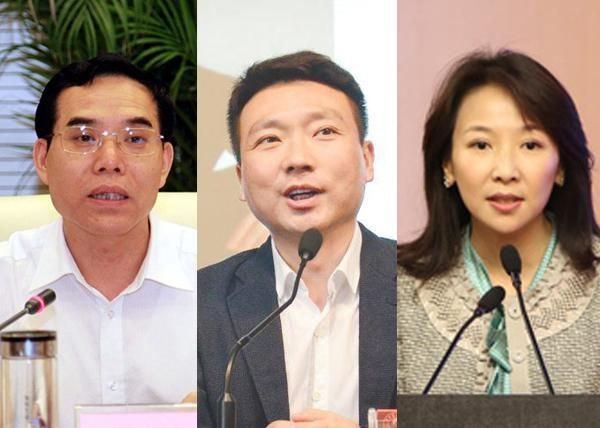 从左至右:央视台长聂辰席、播音员康辉、女记者王小节