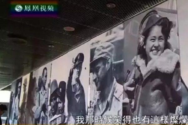 """在""""国家记忆""""的二战图片展前,王庆莲说""""我在军统也是这样打扮,也有这样威风,我那个时候笑得也有这样灿烂。"""""""""""