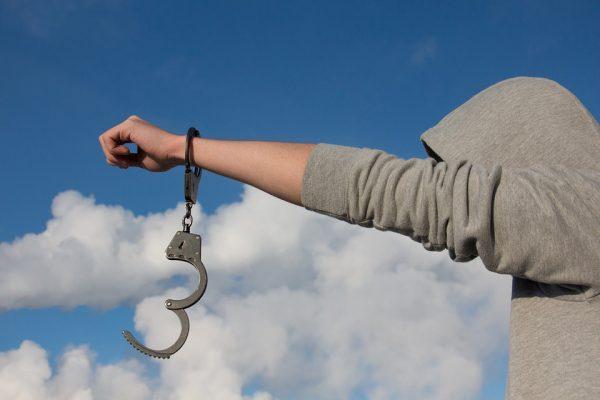 每个时代都有思考和不思考的人(图片来源:pixabay.com)