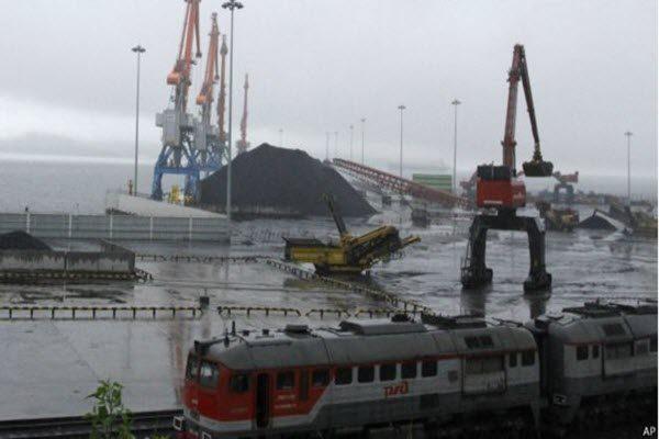 美国司法部和财政部同时对丹东进口朝鲜煤炭的公司进行制裁和起诉 AP