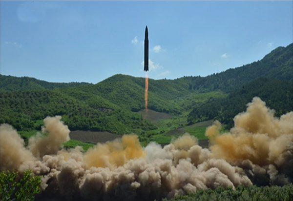 """金正恩推迟向关岛发射导弹 川普称""""明智""""选择"""
