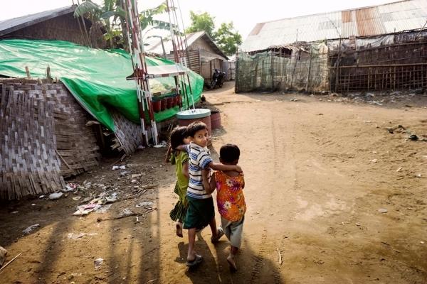 2017年4月,若开邦一个流离失所营地中的小孩。(儿基会图片/ Brown)