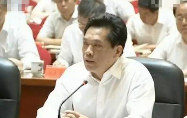 中共央视特意在李建明听习近平报告时给了特写。(视频截图)