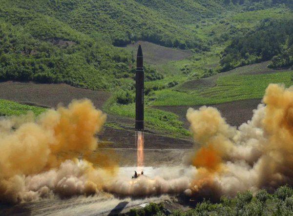 金正恩与川普舌战 朝鲜半岛局势紧张(图源:AP)