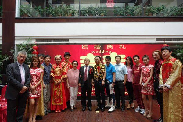 曹晴与屠中恒当年婚礼上众多重量级人物出席 中国日报网